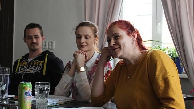 Zprava: Hana Kamenická, Adéla Sládková a Patrik Boháč.