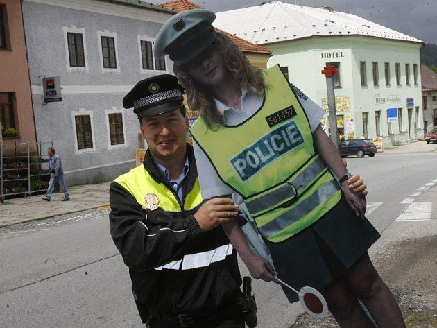 Vyšebrodský strážník Roman Kozel dobře ví, že stanoviště falešných policistů je třeba často měnit.