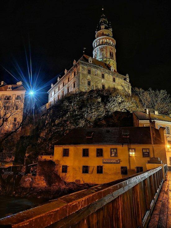 Krásné fotky nočního Českého Krumlova zaslal redakci Tomáš Navara.