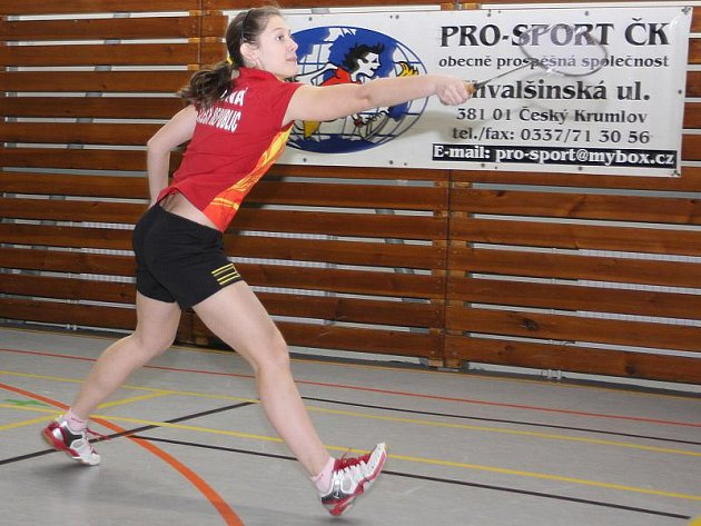Z posledního loňského republikového turnaje juniorů si mladičká Lucie Černá odvezla dva cenné kovy, a to zlato z prestižní dvouhry a stříbro ze smíšené čtyřhry.