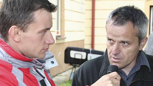 Starosta Jiří Hůlka (vpravo) při rozhovoru na Dni s Českokrumlovským deníkem.
