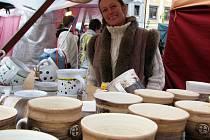 Jak se říká, každý by měl jít na trh se svojí kůží. Na snímku Jana Havlíčková s vlastními výrobky.