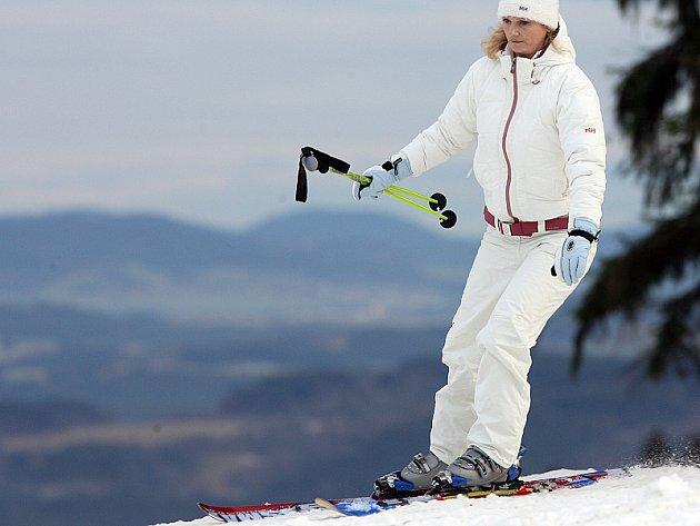 Milovníci zimních sportů byli z prvního letošního lyžování na Lipně nadšeni.