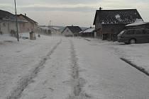 Krupobití v Malontech napáchalo značné škody.