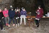 Děti si poslechly příběh i ve sklepě starobylého domu, v němž má sídlo knihovna.