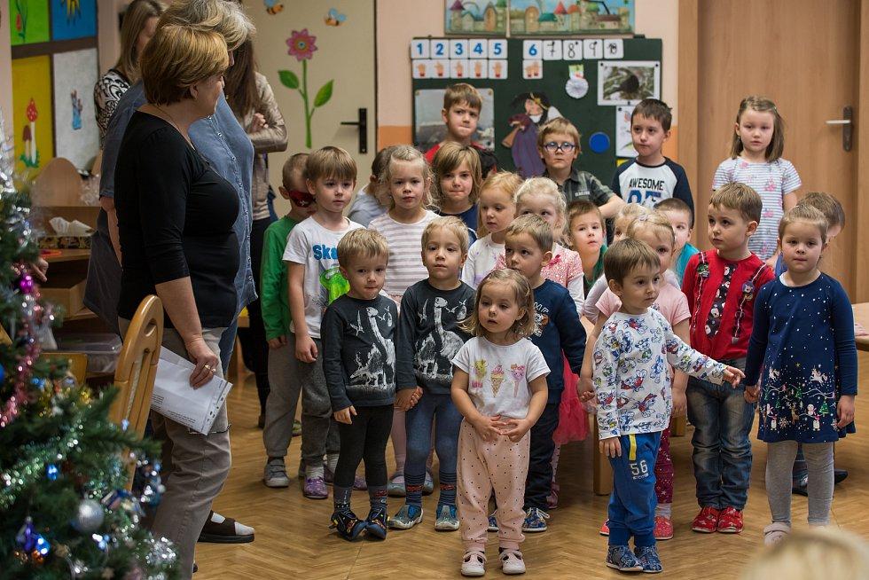 Předvánoční setkání dětí s rodiči v MŠ Dubínek na Plešivci.