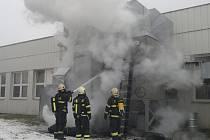 Požár filtrace haly jedné firmy v průmyslové zóně v Českém Krumlově.