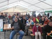 Septembeer Fest v Horní Plané na pláži jistily stany, v nichž hrály kapely a konala se soutěžní klání.