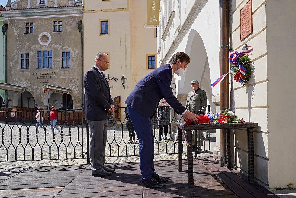 Pietní akt se v sobotu uskutečnil také na náměstí v Českém Krumlově.