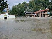 Obrovské škody utrpěla i tenisová hala na Chvalšinské silnici.