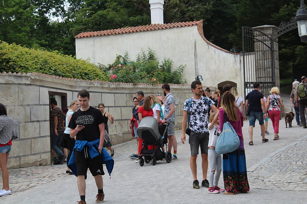 Na krumlovském zámku teď zní hlavně čeština.