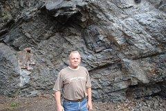Barevná skála je zajištěná, v pátek se konal finální kontrolní den. Znalec v oboru geologie Jiří Růžička (na snímku) neměl k práci firmy STRIX námitky.