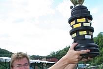 Při jubilejním pětadvacátém ročníku Plešiveckého poháru zvedl loni nad hlavu krásnou trofej pro vítěze kapitán slovenského týmu Olympic Trnava, který letos přijede obhajovat prvenství.