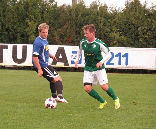 Oblastní I.B třída (skupina A) - 9. kolo: TJ Malše Roudné B (zelené dresy) - FK Spartak Kaplice 1:2 (1:2).