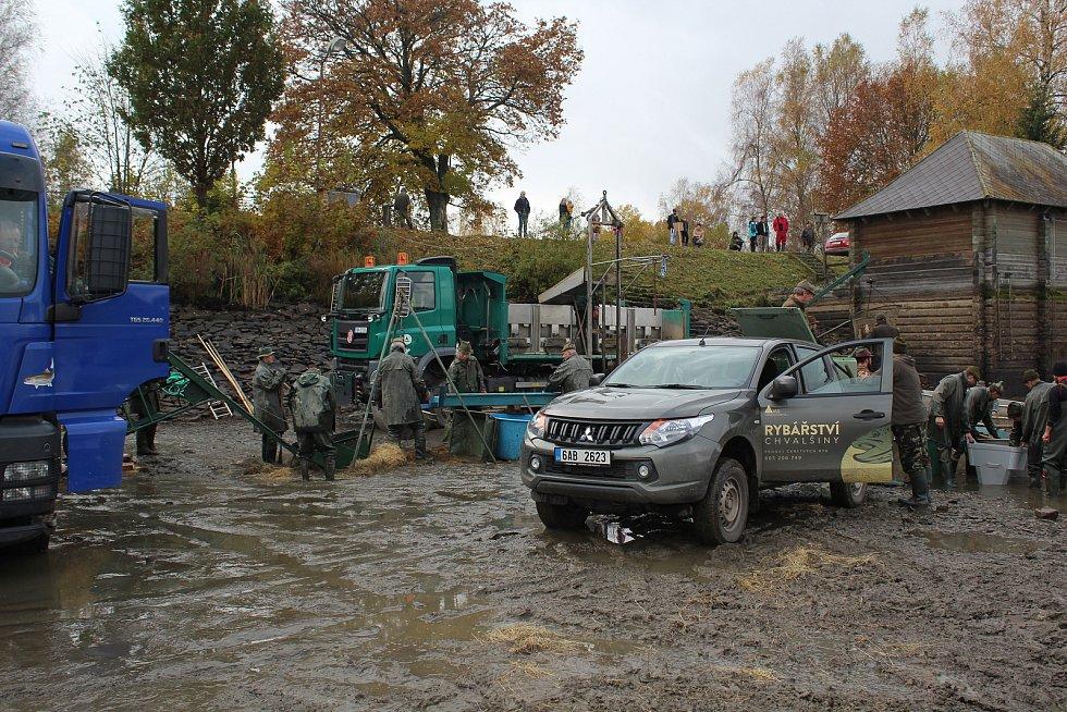 Výlov rybníka Olšina nedaleko Horní Plané. Rozkládá se v nadmořské výšce 731 metrů.