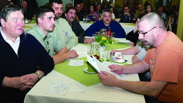 Volba samosprávy se odehrála  v rekreačním středisku Olšina.