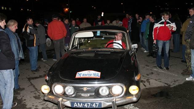 Tatra 603 vzbudila u příhlížejících diváků zasloužený obdiv.