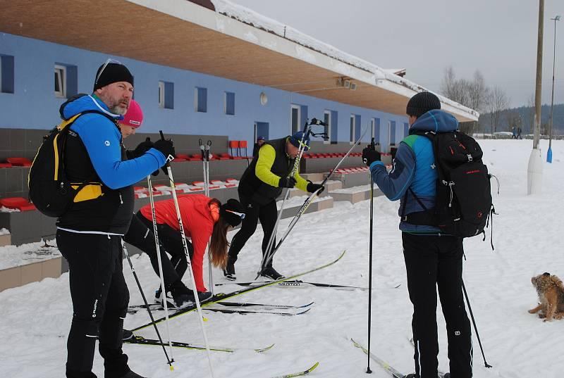 Běžkaři vyrážejí na skvěle upravené trasy kolem Frymburka.