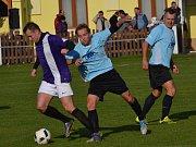 OP muži - 11. kolo: SK Zlatá Koruna (azurové dresy) - FK Dolní Dvořiště 4:2 (2:1).