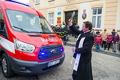 Obec nový automobil besednickým hasičům předala slavnostně, pak měli hasiči výroční schůzi.