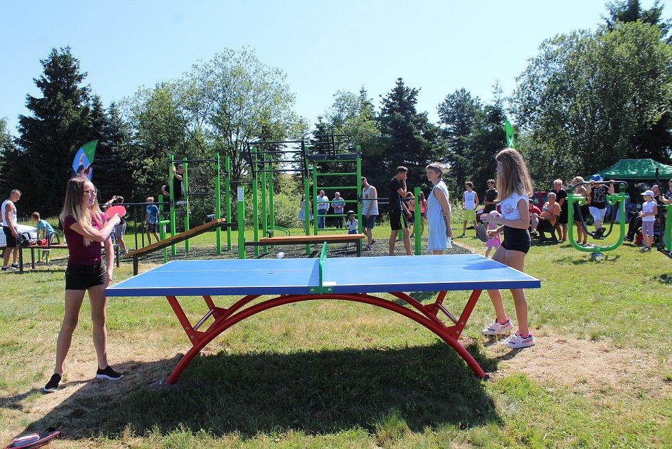 Obec v Dolním Třeboníně slavnostně otevřela nové workoutové hřiště.