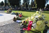 Na hřbitově ve Světlíku.