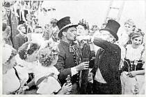 Při Konopické slavnosti Baráčníků z Křemže se tančilo, jedlo a hlavně pilo až do bílého rána. Hlavní roli při všeobecném veselí hrála děvčata, a tak někteří mužští účastníci pro větší zapojení nepohrdli ženským převlekem...
