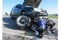 Střet osobního auta a motorky u Zlaté Koruny.