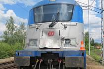 Traktor vjel u kaplického nádraží přímo pod mezinárodní rychlík se 130 cestujícími, nehoda se naštěstí obešla bez zranění.