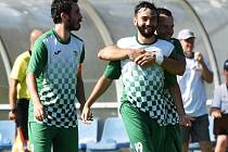 Českokrumlovští fotbalisté (v zelenobílých dresech) zvítězili ve druhém kole krajského přeboru v Protivíně 4:1.