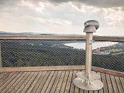 Na Lipně na Stezce korunami stromů je nový směrohled, řekne vám, na co se právě díváte.