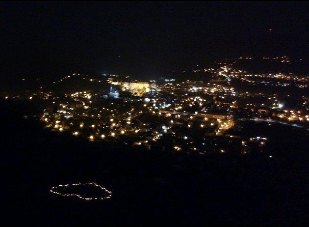Hořící srdce na Křížové hoře vČeském Krumlově.