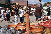 Vedle pochoutek z perníku, oblečení či hraček si návštěvníci hornoplánské Markétské pouti mohli nakoupit i tradiční řemeslné zboží.