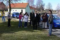 Náves v Mojném obdivovali nedávno při své návštěvě i zástupci z několika českokrumlovských obcí.