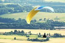 VOLNOST. Tu paraglidisté prožívají při každém letu. Nyní k tomu přidají i krásný pohled na Frymburk