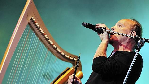 Legenda keltské hudby Alan Stivell vystoupí v Českém Krumlově.