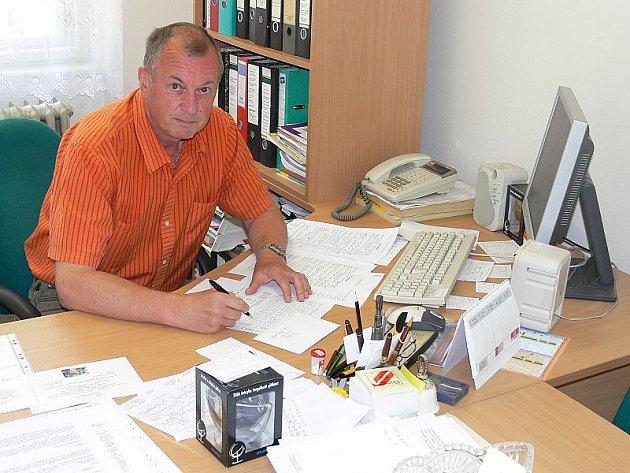 Vlastimil Hlásek je zároveň fotbalovým trenérem.