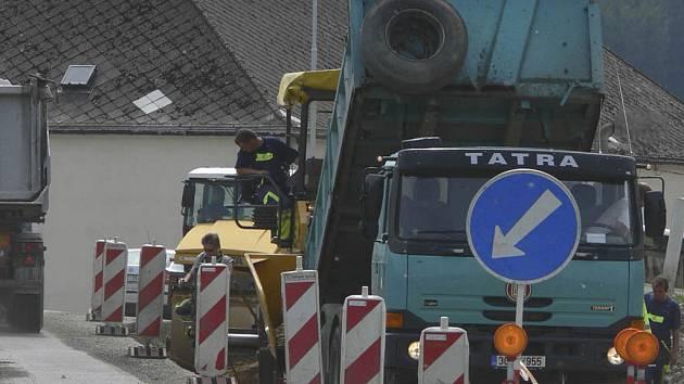 Po dvou letech finišují práce na průtahu Černou v Pošumaví.