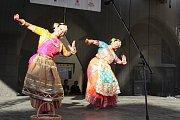 Exotický folklór zavál z představení souboru Dr. Swarnamalya Ganesh Sri Neelothpalam z Indie.