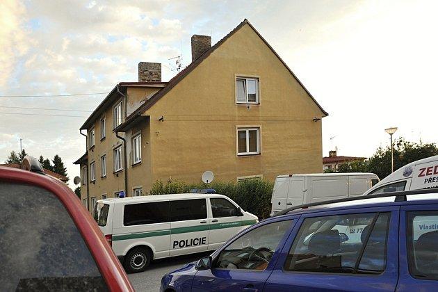 Ulice U Hřiště ve Velešíně.