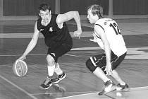 Ondřej Čegan (s míčem) patří k bodový tahounům Spartaku, když si průměrně připisuje 15 bodů na zápas.