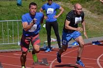 Zlatý Michal Borek z Kladna (vpravo) vylepšil rekord Krumlovského desetiboje na 5213 bodů.