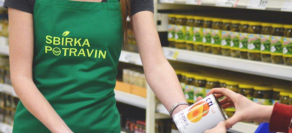 Do potravinové sbírky můžete přispět například v českokrumlovském Tescu.