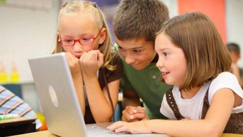 Děti u počítače, ilustrační foto