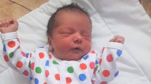 """Eliška Kuchtová se narodila v krumlovské porodnici 17. března 2020 v 11.10. """"Naše drobounká princezna měla 46 cm a 3120 gramů,"""" pochlubili se její šťastní rodiče Veronika a Martin Kuchtovi z Přídolí."""