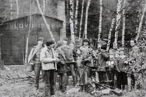 Mladí požárníci a pionýři z Brloha na Českokrumlovsku v neděli 26. října 1986 vyrazili na celodenní výlet do přírody.