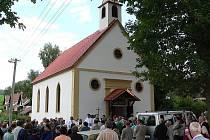 Na významnou událost otevření opravené kaple se sjelo hodně německých rodáků.
