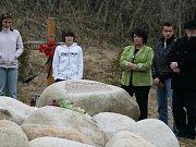 Pozůstalí po obětech tragické havárie autobusu se v sobotu sešli u Nažidel na Českokrumlovsku.