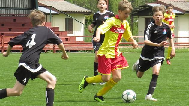 KP mladší žáci – 22. kolo: FK Spartak Kaplice (černé dresy) – FK Junior Strakonice 1:6 (0:4).