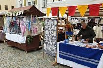 Svatováclavský jarmark nechybí na náměstí při podzimních slavnostech v Krumlově.
